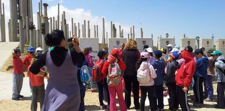 מרכז מבקרים - ילדים באנדרטה