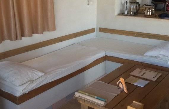 מיטות בסלון