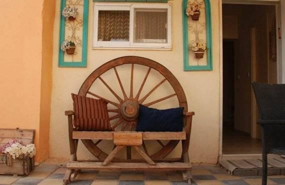 אורחן גמלים ספסל מעוצב