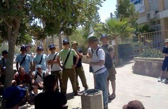 עם חיילים מתנדבים בירוחם